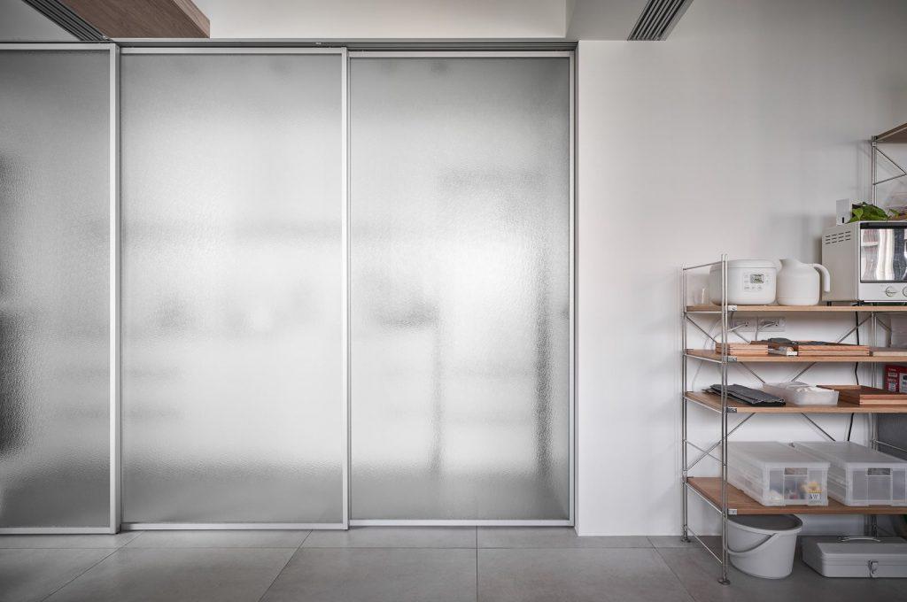 2020年后现代黑白灰极简实景图效果图-家装保姆-罗小红成都家装设计团队